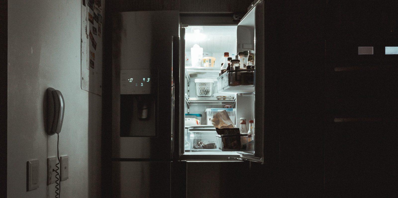 Comment entretenir son réfrigérateur pour éviter de trop consommer